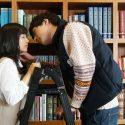 miwa×坂口健太郎のW主演映画『君と100回目の恋』より図書室でキス?!