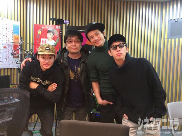 左から野村周平×大友啓史×小栗旬×Taka、ニッポン放送のスタジオにて