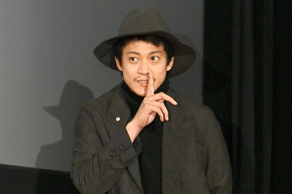 映画『ミュージアム』小栗旬の2連続サプライズ、大成功!