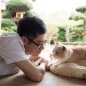 伊藤淳史とネコのシナモン、映画『ねこあつめの家』より