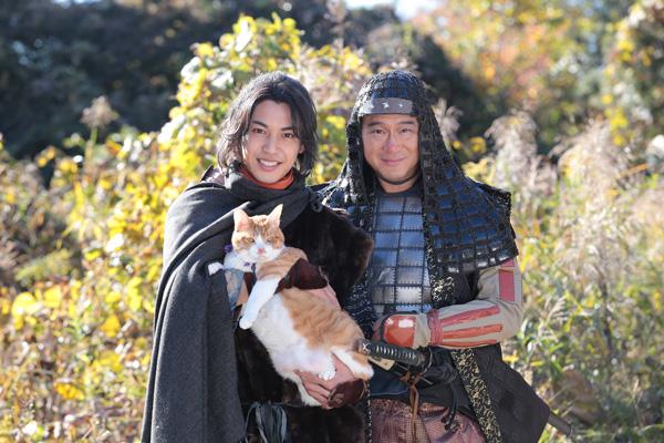 左から大野、猫の金時、船越、映画『猫忍』(渡辺武監督)より
