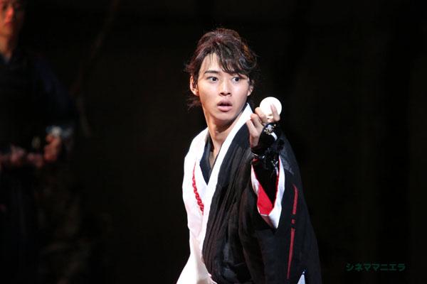 犬塚信乃役を演じた山﨑賢人、舞台「里見八犬伝」より