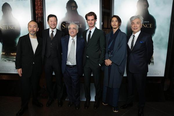 左から塚本晋也、浅野忠信、スコセッシ監督、ガーフィールド、窪塚洋介、イッセー尾形、映画『沈黙-サイレンス-』LAプレミアにて