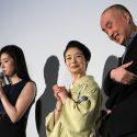 遊川和彦監督の奥様からの手紙を天海祐希が代読している様子