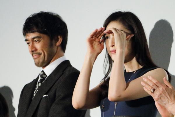 阿部寛、会場を見渡す天海祐希、映画『恋妻家宮本』(遊川和彦監督)初日舞台あいさつにて