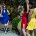 ミア(エマ・ストーン)はじめ4色ドラスで華麗にダンス、映画『ラ・ラ・ランド』(デイミアン・チャゼル監督)より