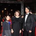 左から柿原りんか、荻上直子監督、桐谷健太、ベルリン国際映画祭レッドカーペットにて