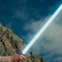 デイジー・リドリー演じるレイ、映画『スター・ウォーズ/最後のジェダイ』より
