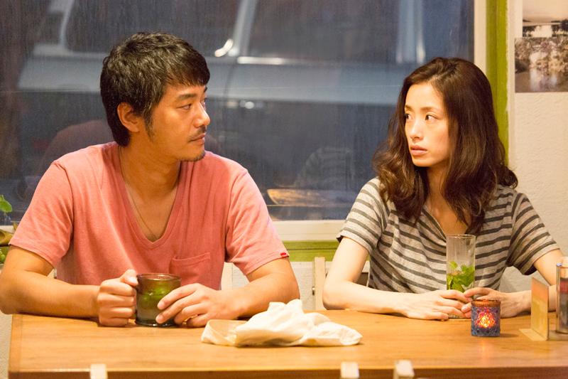 杉崎(平山浩行)と紗和(上戸彩)、映画『昼顔』より