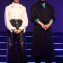 山﨑賢人、小松菜奈の全身写真、山﨑さんはシャツ、小松さんは靴に差し色のグリーン!