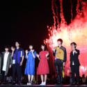 左から森下大地さん、矢本悠馬さん、北村匠海さん、浜辺美波さん、大友花恋さん、桜田通さん、月川翔監督