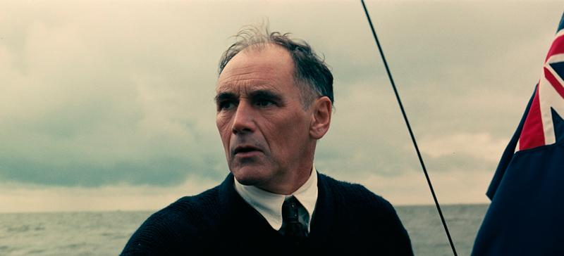 ピーター・ドーソンの父親(民間船の船長)役のマーク・ライランス