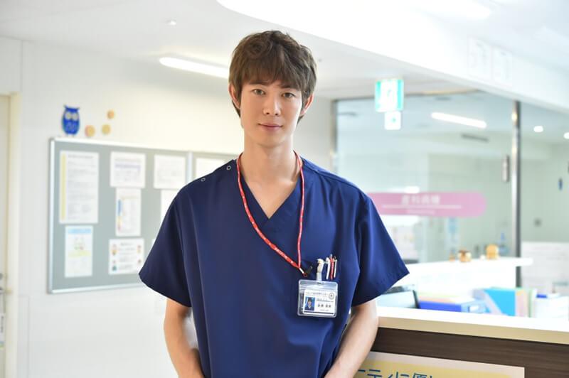 宮沢氷魚さん(ペルソナ総合医療センターの前期研修医・赤西吾郎役)