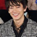 佐藤健、「笑顔は苦手」とはにかみ笑顔