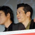 桐谷と三浦、カメラマンから「コンビっぽく」とのリクエストを受けて、この表情