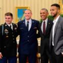 オバマ大統領とアンソニー・サドラー、アレク・スカラトス、スペンサー・ストーン