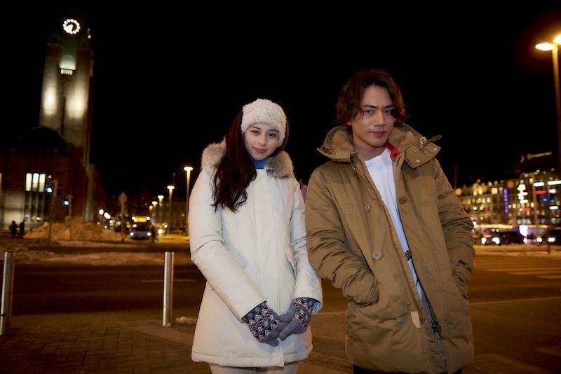 登坂広臣(三代目 J Soul Brothers)と中条あやみ、冬のフィンランドヘルシンキの街で微笑む