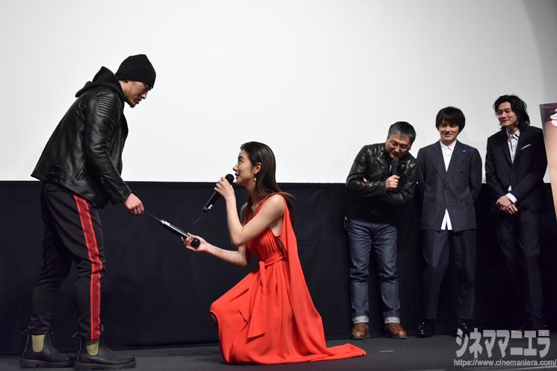 般若が池田をマドンナ役にキュンとした瞬間を再現!「筆記用具が落ちたときに、近くの女の子が拾ってくれて、手が触れる」