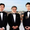 左から松田龍平、黒沢清監督、長谷川博己、第70回カンヌ国際映画祭にて