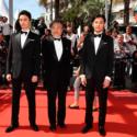 黒沢清監督、俳優の松田龍平×長谷川博己 タキシード姿の3人はレッドカーペットを歩む