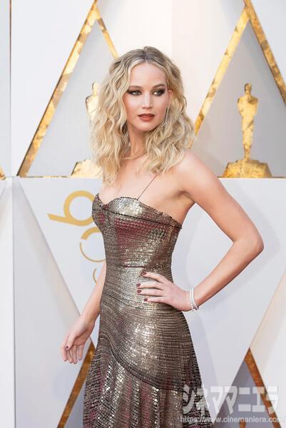 ジェニファー・ローレンス[Jennifer Lawrence ]は「DIOR(ディオール)」のドレスに、京都で誕生した宝飾ブランド「NIWAKA(俄)」のジュエリーをセレクト。