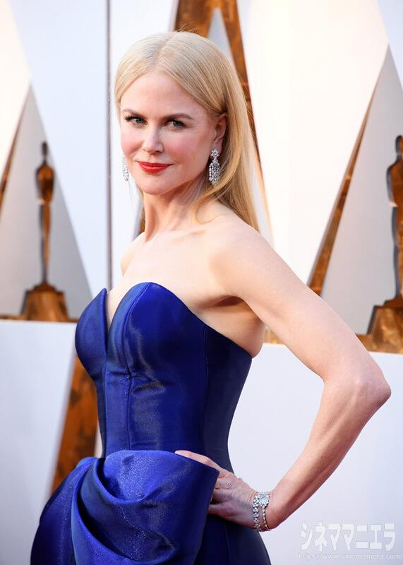 ニコール・キッドマン[Nicole Kidman ]。ブルーのドレスは「ARMANI PRIVÉ (アルマーニ プリヴェ)」のもの。それにオメガの1953年製ヴィンテージウォッチ(プラチナケース&18K ホワイトゴールドブレス、ダイヤモンド)をつけて登場!