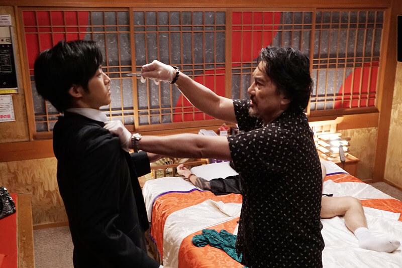 役所広司と松坂桃李、映画『孤狼の血』より