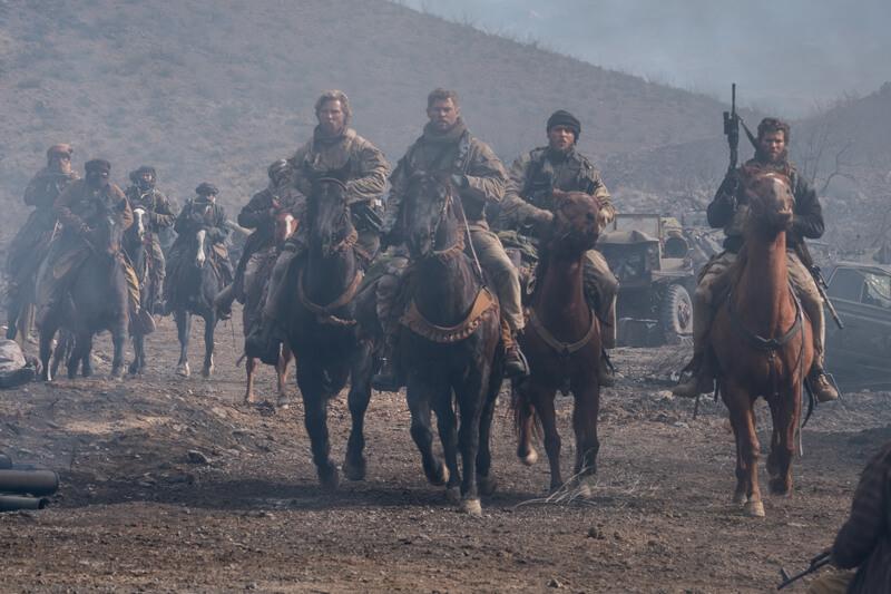 最も危険な対テロ戦争の最前線部隊に志願した12人のアメリカ陸軍特殊部隊員(グリーンベレー)の勇姿を描く映画『ホース・ソルジャー』(原題 12 Strong )