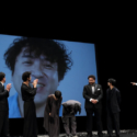 ムロツヨシ、映画『50回目のファーストキス』完成披露試写会 締めの挨拶にもVTR対応
