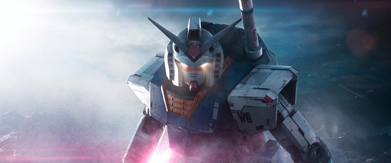 森崎ウィン演じるダイトウ(トシロウのオアシスでのアバター)は「機動戦士ガンダム」のRX-78ガンダムに変身する