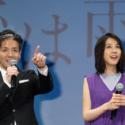 永井聡監督「息子が客席にいるんです」と手で示す