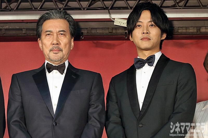 役所広司『孤狼の血』の松坂桃李は「頼もしく素晴らしい俳優」
