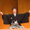 口上を述べる阿部に対して、大向こう(掛け声)が飛ぶのも歌舞伎さながら