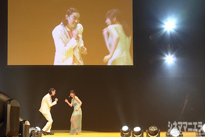「とな怪コレクション」のステージに菅田将暉と土屋太鳳が現れた!