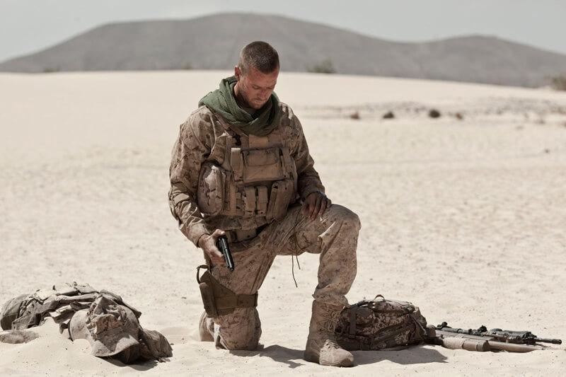 地雷原の砂漠で米兵が立ち往生する極限スリラー