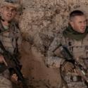暗殺のミッションに失敗した、若きアメリカ兵士・マイクと仲間の兵士