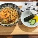 亜門のかき揚げうどんにはクインケ風ソーセージ付き「東京喰種CAFE」メニュー
