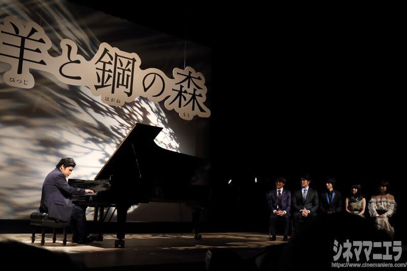 山﨑賢人はじめご一行は辻井伸行氏の演奏をステージ脇で鑑賞