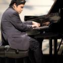 辻井伸行氏、「スタインウェイ」のピアノで「The Dream of the Lambs」と「水の戯れ」の2曲を演奏