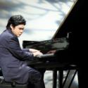 辻井伸行氏は世界最高峰のピアノ「スタインウェイ&サンズ」で「The Dream of the Lambs」を生演奏