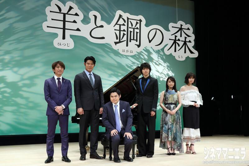 左から橋本光二郎監督、鈴木亮平、辻井伸行氏、山崎賢人、上白石萌音、上白石萌歌