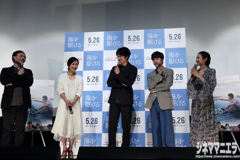 クロストーク中の、左から深田晃司監督、鶴田真由、ディーン・フジオカ、太賀、阿部純子