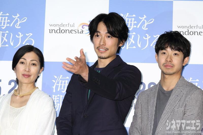 左から鶴田真由、ディーン・フジオカ、太賀
