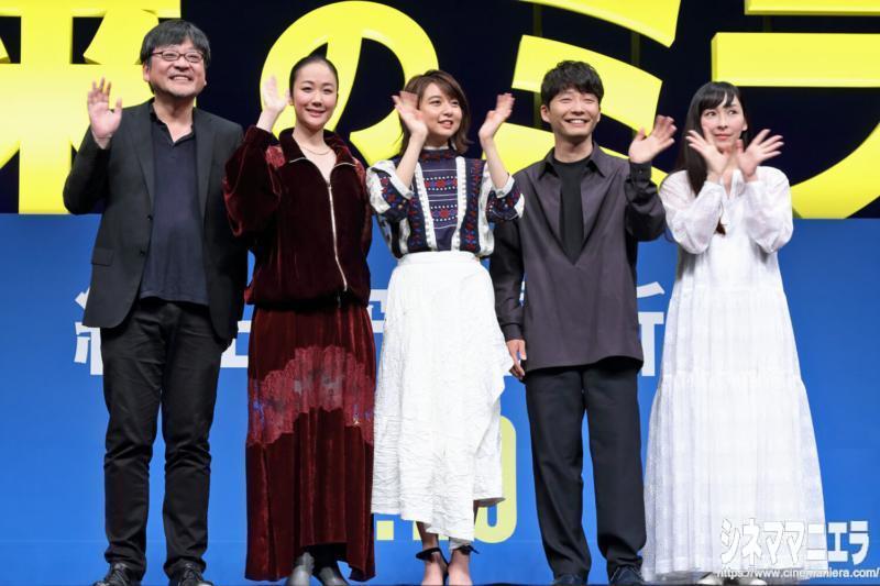 左から細田守監督、黒木華、上白石萌歌、星野源、麻生久美子