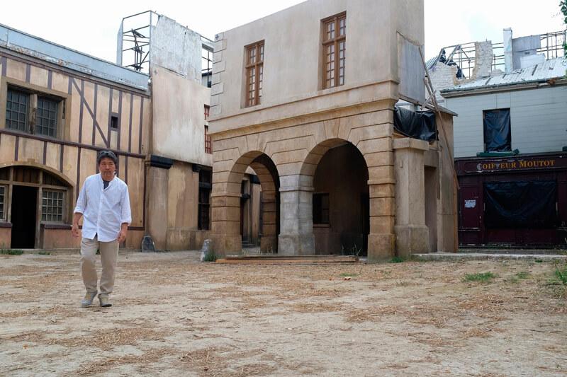 フランスのマルヌにてロケハン中の是枝監督
