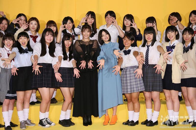 篠原涼子、広瀬すず、eggポーズで女子高生とフォトセッション