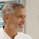 ジョージ・クルーニー[George Clooney]がスイス・ビエンヌにあるオメガ[OMEGA]の最新工房を訪問