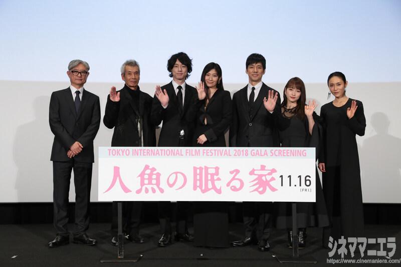 左から堤監督、田中泯、坂口健太郎、篠原涼子、西島秀俊、川栄李奈、山口紗弥加