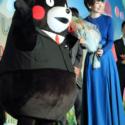 くまモン、波瑠に花束贈呈!