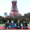 東京タワーにて、クイーンの来日時写真を再現